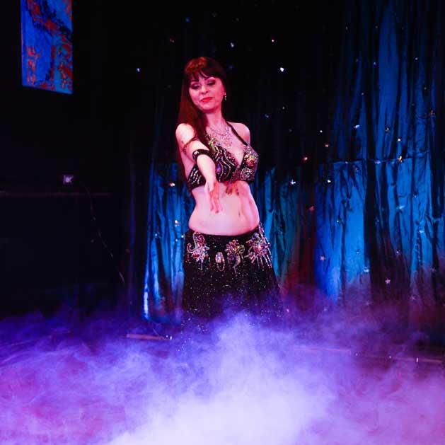 belly-dance-performance-Kansas-City-Aisha